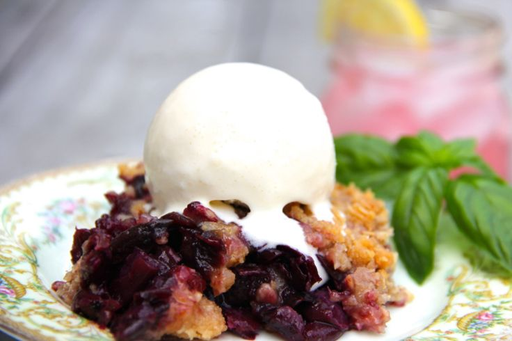 wild muscadine cobbler {with info about using pulp and skins and straining just the seeds out}