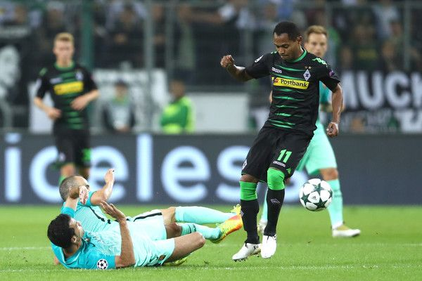 Raffael of Borussia Moenchengladbach battles for the ball with Sergio Busquets and Andres Iniesta of Barcelona during the UEFA Champions League group C match between VfL Borussia Moenchengladbach and FC Barcelona at Borussia-Park on September 28, 2016 in Moenchengladbach, North Rhine-Westphalia.