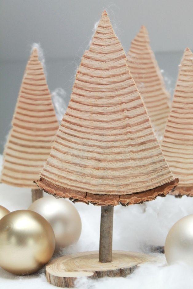 Die Weihnachtsbäumchen sind aus Tanne und naturbelassen. Du kannst die Bäumche…