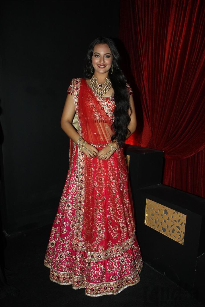 Sonakshi Sinha @ Aamby Valley India Bridal Fashion Week 2012 in Lehenga by Jyotsna Tiwari http://jonastudio.com/