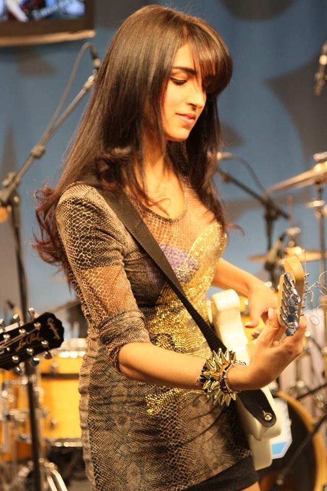 Paula Carregosa guitarrista de Detonator