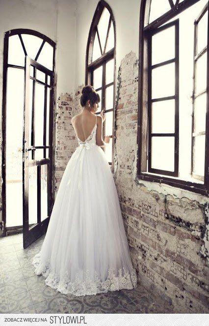 suknia slubna odkryte plecy