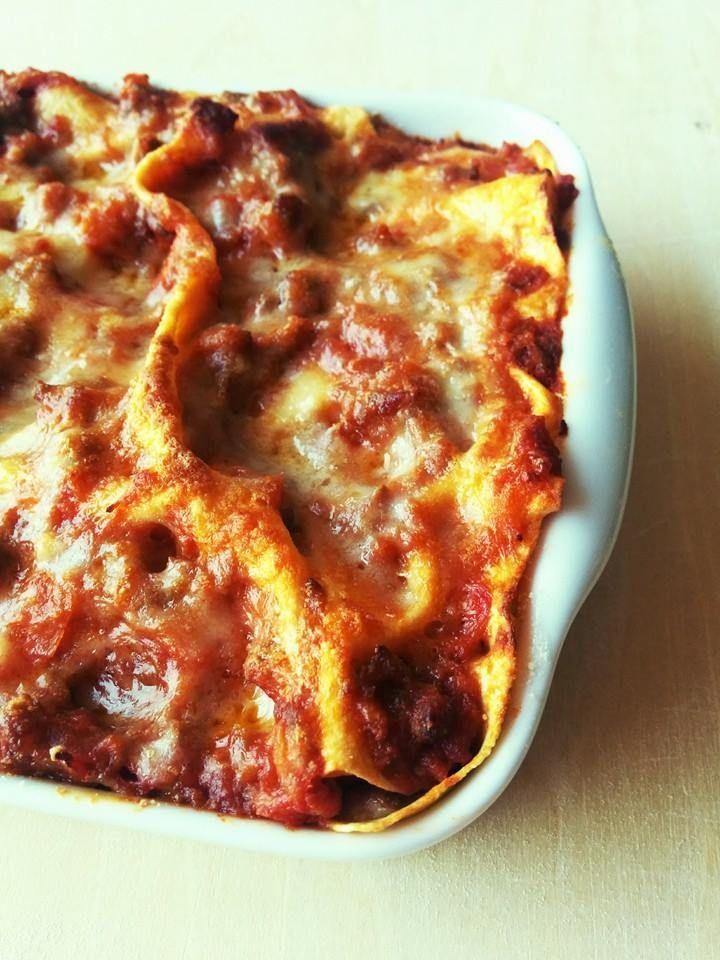 今日は贅沢ながらイタリア産サルシッチャで作るラザーニェ。 クリスマスが近づき、寒くなった頃の日曜日に家族で何度も囲んで食べた思い出のひと皿。