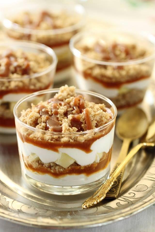Crumble aux pommes, crème fouettée et caramel1                                                                                                                                                                                 Plus