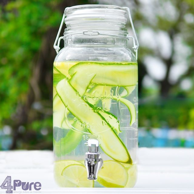 Flavored water and a gorgeous thing | 4Pure Nice on a hot day #drinks #cold #water #flavor #homemade #scratch #pure #4pure http://www.4pure.nl