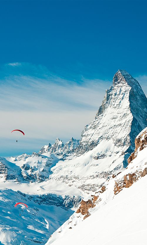 Some of the best hang gliding can be found in Switzerland, with a view of Europe's famous Matterhorn #Switzerland