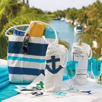 Az igazán felkészültek borhűtő táskát is bepakolnak a mindent elnyelő strandtáskába