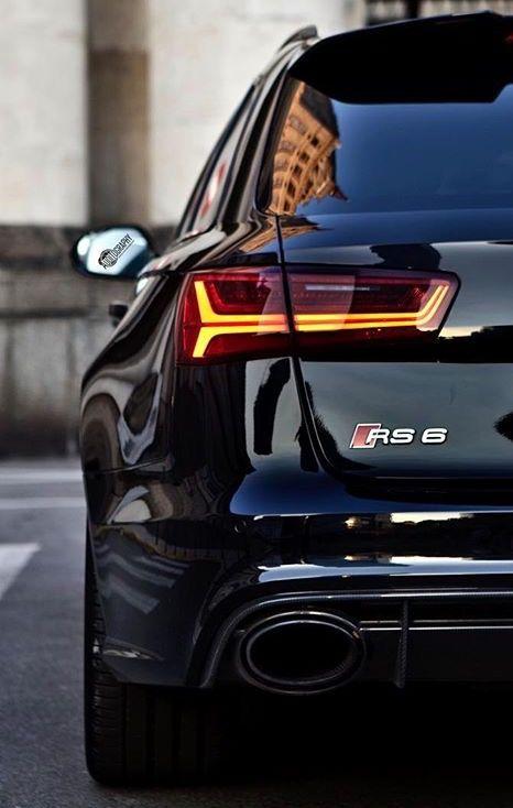 """De Audi RS6 is de sportiefste versie van de populaire Audi A6, een hogere middenklasse auto van de Duitse autoproducent Audi. De Audi RS6 moet concurreren met de BMW M5 en Mercedes-Benz E-Klasse AMG. De RS6 wordt geproduceerd door quattro GmbH, die ook verantwoordelijk is voor de Audi R8 en de andere RS-modellen van Audi. De benaming """"RS"""" staat voor """"Renn Sport"""", Audi's hoogste modellenlijn die nog boven de """"S"""" (""""Sport"""") modellen is gepositioneerd."""