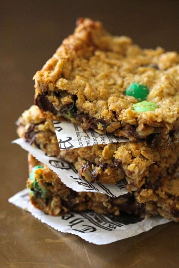 foodie fridays: mint chocolate monster bars