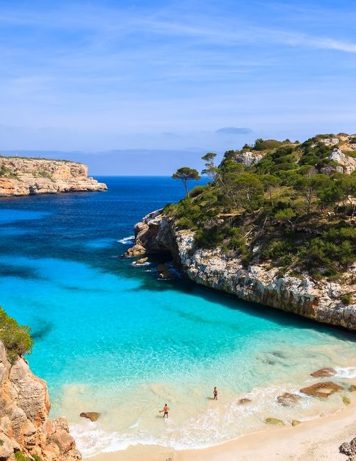Do you like beautiful beaches? this one is in #Spain, in #Palma de #Mallorca. Find the best prices to fly there this summer!