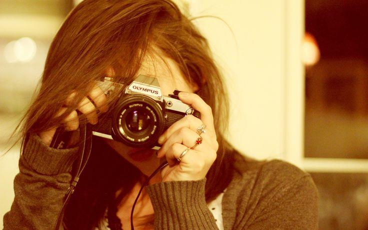 Скачать обои девушка, фотоаппарат, кольца, раздел настроения в разрешении 1920x1200