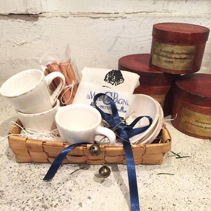 スリランカのテラコッタカップやアンティークの木製の筒たち。 他にもアンティークの小さなケースやキャンドルなどたくさん揃えています。 とっておきの人への贈り物に❤︎かわいい器たちを探しにぜひいらして下さいね。 @r.silva76 @laviealacampagne_official @latelier_de_maison_de_campagne @ancienne_gokurakuji @le_grenier @maison_de_9 @laterie_de_maison_de_campagne #laviealacampagne#nakameguro#tokyo#japan#lifestyle#ラヴィアラカンパーニュ#中目黒#中目黒カフェ#ライフスタイル #flowerarrangement#event#ウエディング #antique#brocante#アンティーク#ブロカント#accessory #interior#ceramics #box#プレゼント#gift
