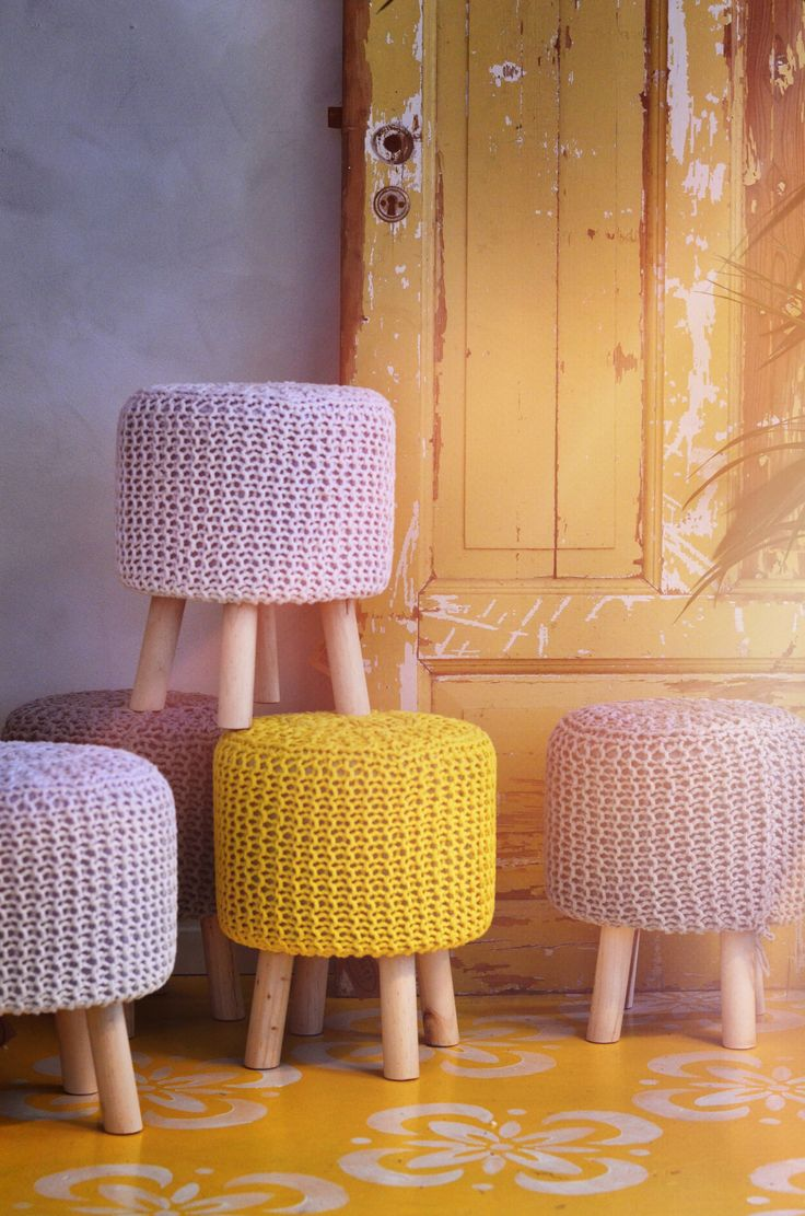 Cool crochet poufs in spring colors <3