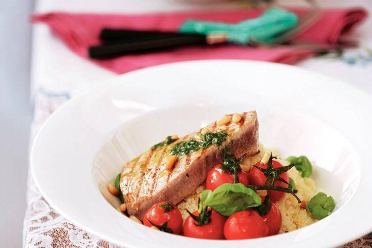 Gegrilde tonijnsteak met basilicumsaus - Recept - Allerhande