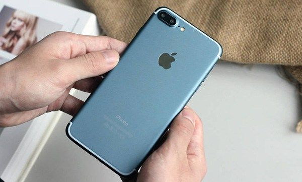 Leaked Photos Show Blue iPhone 7 Plus, iPhone 7 Logic Board