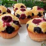 Muffins ai lamponi mirtilli e yogurt greco – Muffins cu zmeura afine si iaurt