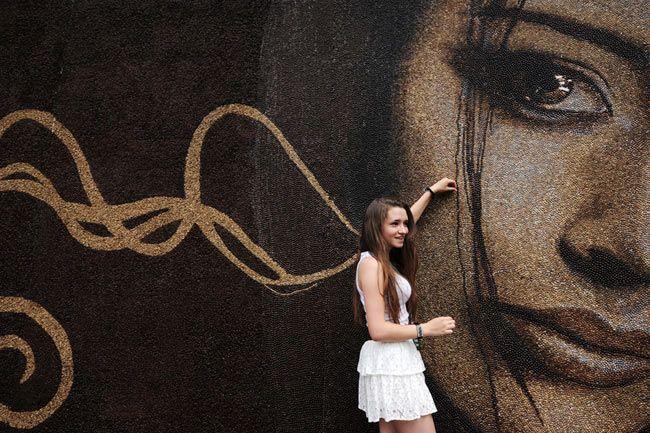 Precioso mural hecho con granos de café