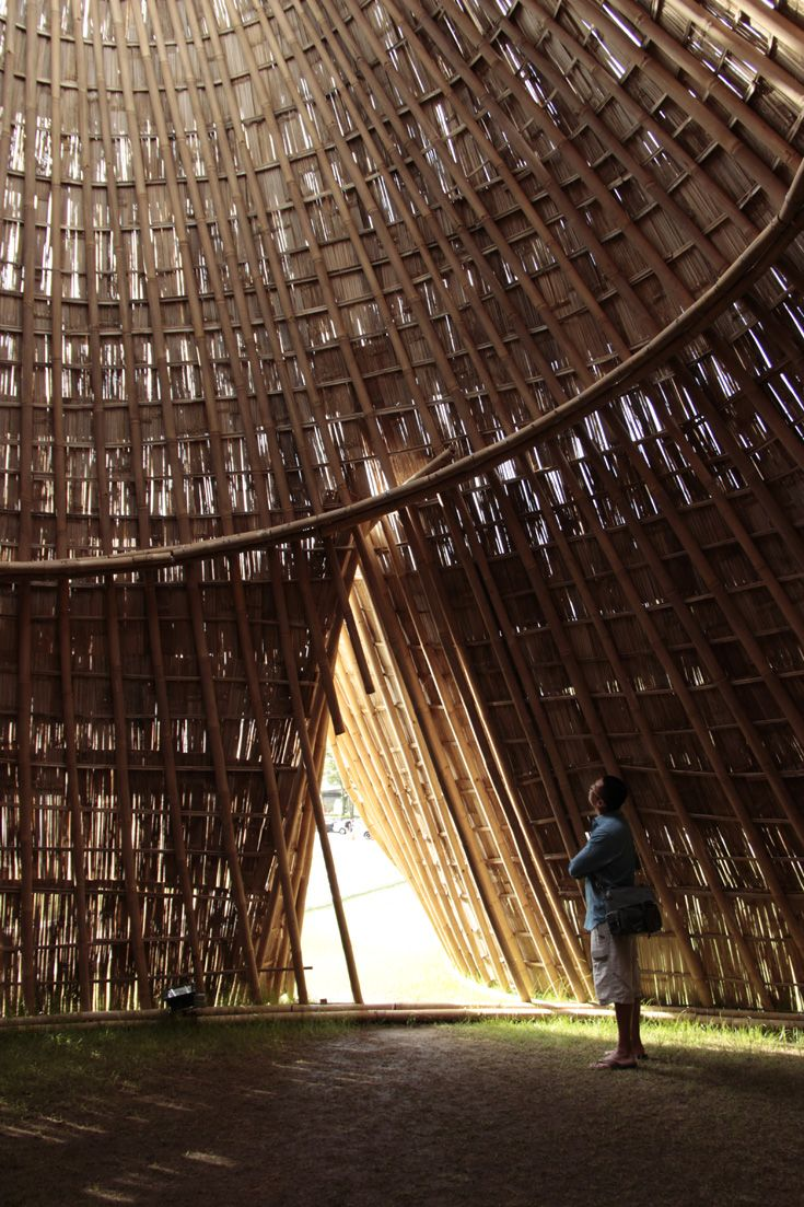 Howie and Alison enjoys different kinds of art. From installations... Pictured here is an installation made of bamboo in Singapore.