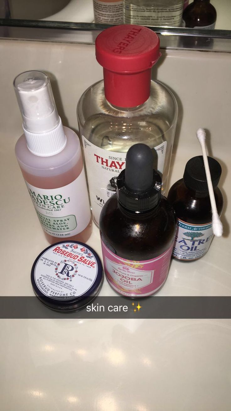 My skin care routine ✨✨✨ Toning with Thayers rose petal witch hazel, moisturizing my face with jojoba oil and lips with Smiths rosebud salve, treating my acne with tea tree oil, and finished off with Mario Badescu facial spray ✨✨✨