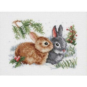 Borduurpakket van twee schattige konijntjes in de sneeuw.