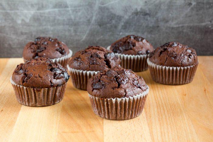 mein Rezept für die köstlichsten Schokoladenmuffins mit dicken Stückchen Schokolade! So lecker und saftig, fast wie vom Bäcker