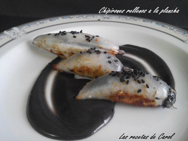 #receta de #chipirones rellenos de arroz caldoso, a la plancha sobre una suave crema de tinta.