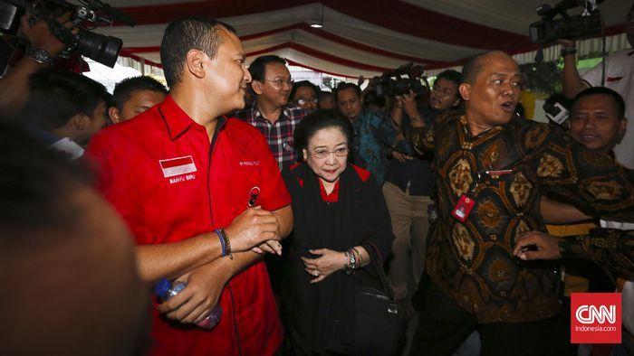 Beritaragam.com - Ketua Umum PDI Perjuangan Megawati Soekarnoputri dijadwalkan datang ke Rumah Lembang, lokasi posko pemenangan cagub dan cawagub DKI Jakarta nomor urut dua Basuki Tjahaja Purnama dan Djarot Saiful Hidayat, Rabu (15/3) siang ini.   #Ahok #Ahok-Djarot #cnnIndonesia.com #Djarot #DKI #DPRD #Hukum #Jakarta #kader #Lembang #markas #Megawati #Parpol #pdip #Pemenangan #Pilkada #program #Provinsi #PUTARAN #putaran dua #relawan #Rumah #Tim