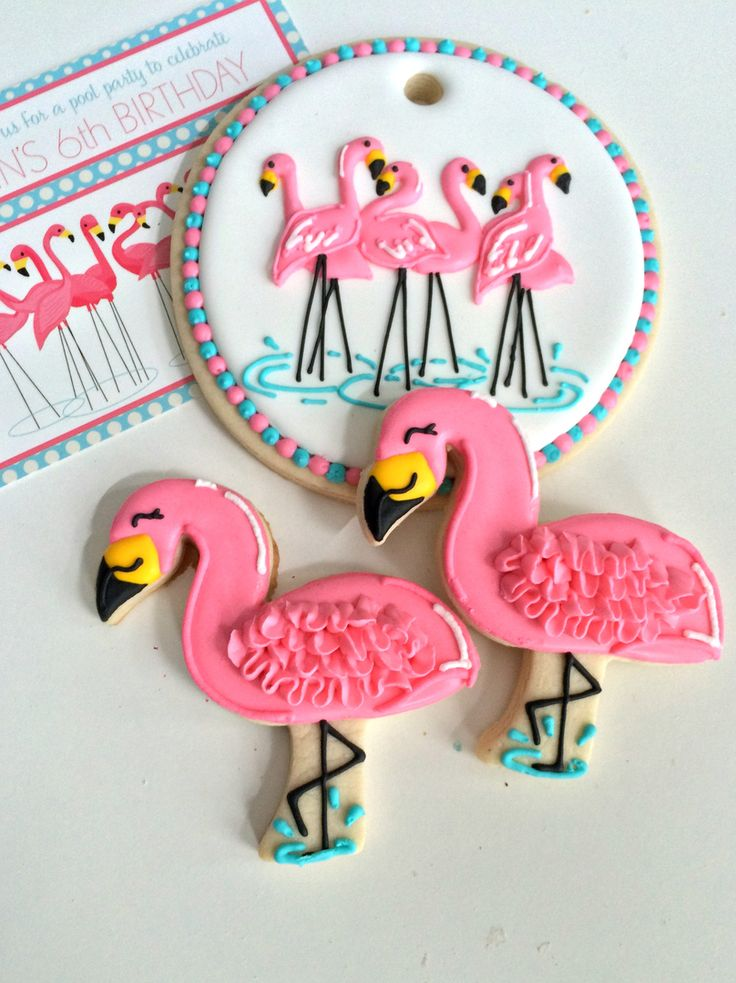 Flamingo party cookies and cake top