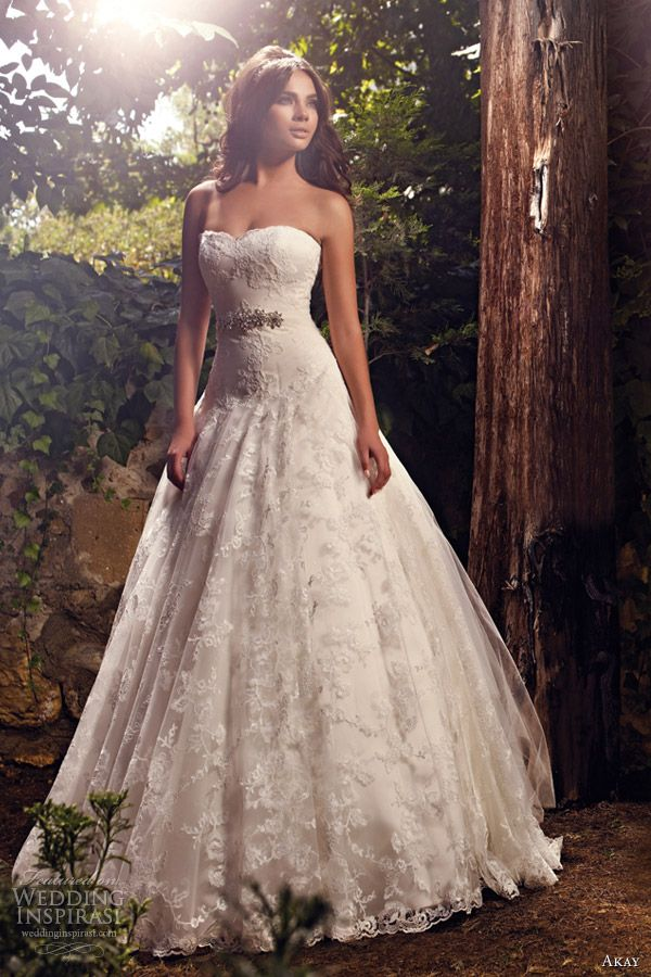 I love it!! I think i found my wedding dress:)