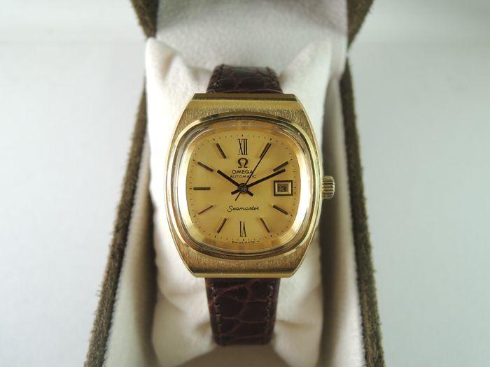 OMEGA 566.0085 Seamaster 5491 Datum - dames polshorloge - jaren 1980  [Horloge Voorwaarde]Erg mooi horloge. Bekijk in grote vorm uitstekende conditie. Vintage horloge! OMEGA is origineel. Gemaakt in Zwitserland. Alleen band/riem & gesp is aftermarket andere onderdelen zijn origineel. Wat je ziet is wat je krijgt![Horloge Beschrijving]-Brand: OMEGA-Stijl: SEAMASTER datum-Model: 566.0085-Serienummer: 5491-Metaal: Goud geplateerde 20M / roestvrij staal-Year: 1980-Kast grootte: 27 x 31.5 mm…