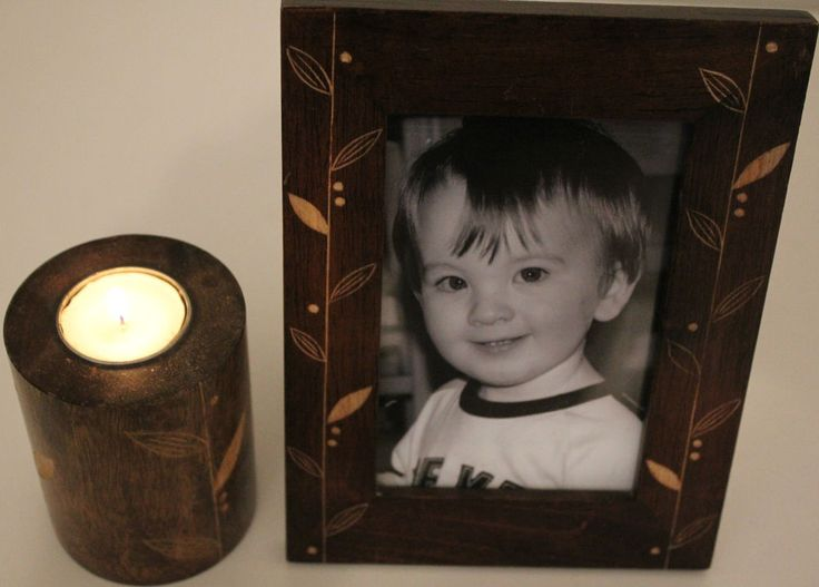 Mango Wood Photo Frame (4 x6 ) and Tea Candle Holder with Floral Hand Carving