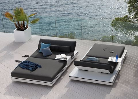 Manutti Elements Sun Lounger - white quartz top plate & white powdercoated base plate with magnetically attached cushions. Wow!