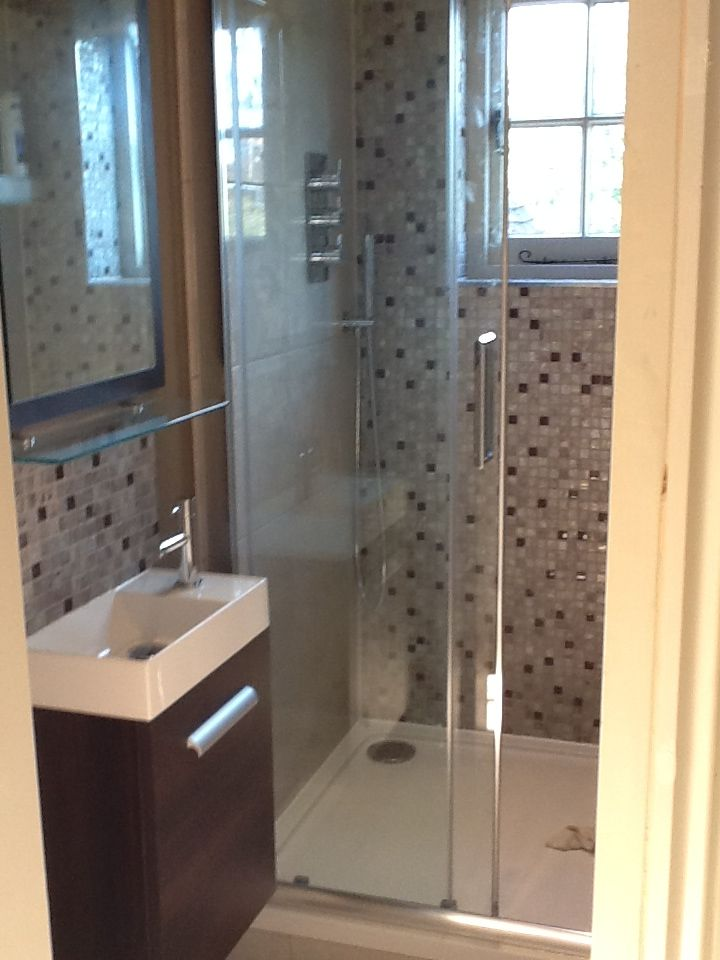 Modern En Suite Shower 2012