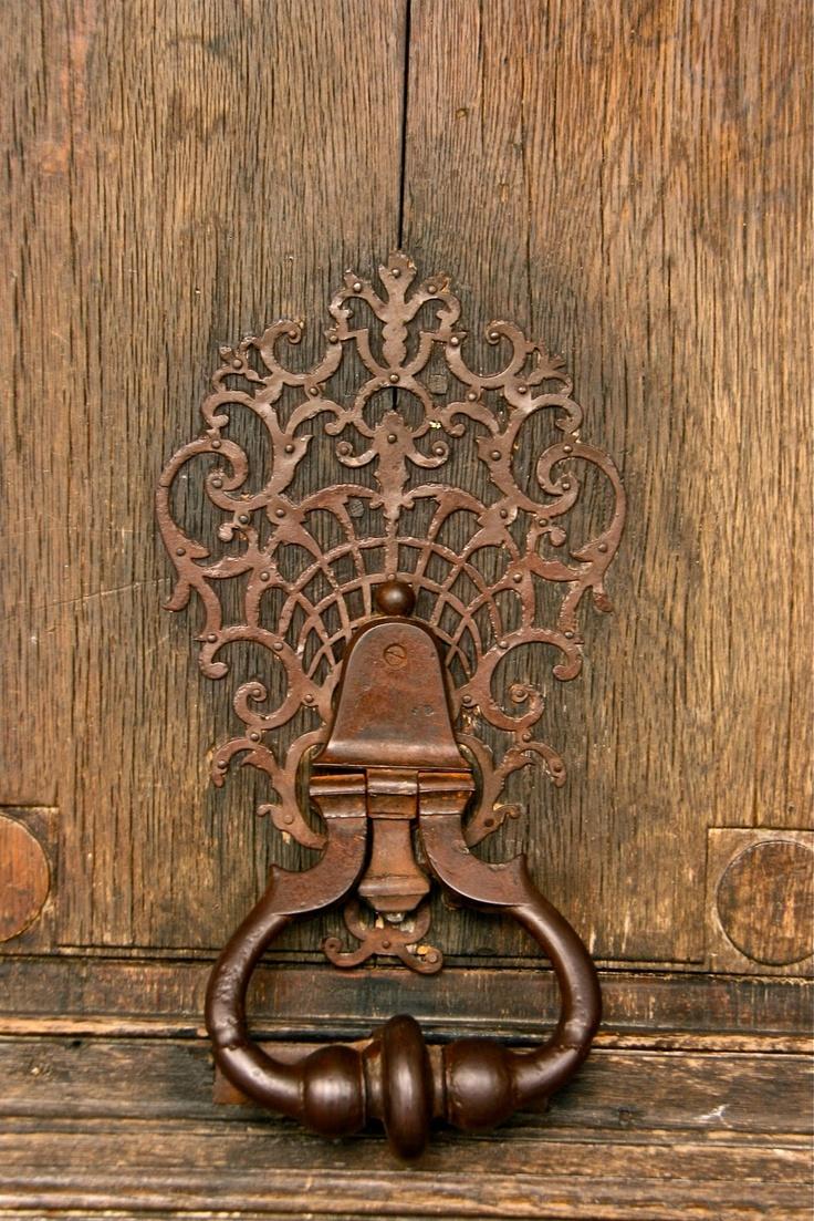 Knock: Door Knockers, Doorknob, Ivy Houses, Beautiful Doors, Old Doors Knobs, Knock Knock, Gardens Doors, Brown, Doors Knockers