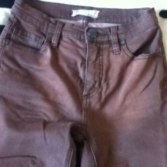 Free people high waist chocolate brown skinny jean Rarely worn! No flaws! Free people chocolate brown super skinny jeans. High waist, 2 back pockets , 2 front pockets,stretch material, zipper and button closer. Perfect for anyone who collects Free People! Free People Pants