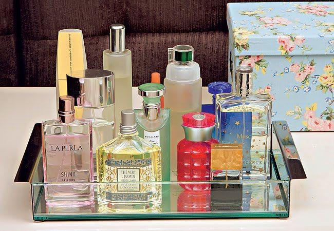 perfumes na bandeja