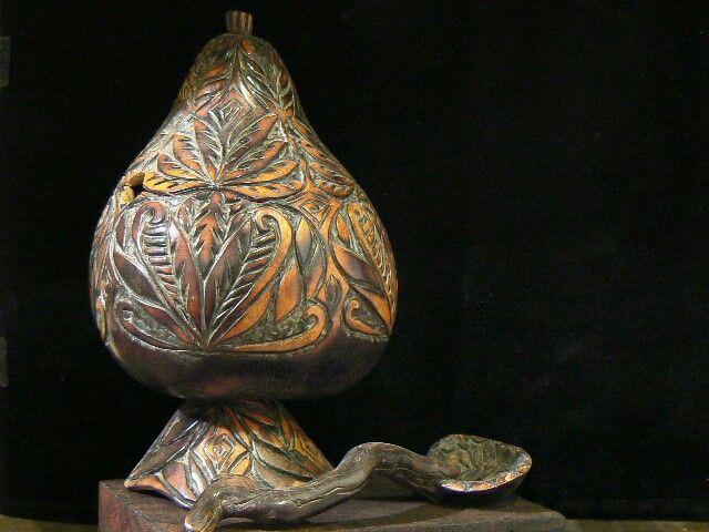 Azucarera de calabaza.Técnica: pirograbado.Base de calabaza pirograbada y cucharita de calabaza con mango de raíz.Hecho en San Carlos ,Salta, Argentina.