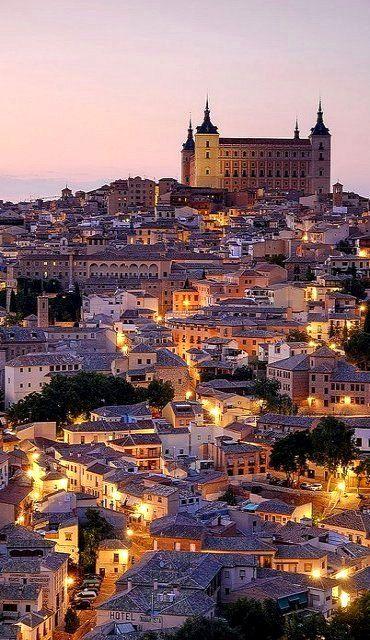 Evening lights in Toledo, Castilla La Mancha, Spain (by pedro lastra)