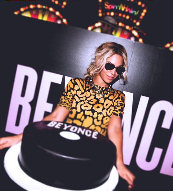 yonce. I want this cake for my 30th. Beyonce's name though... haha