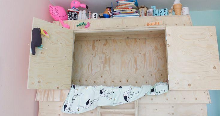 Voormalig Amsterdamse CITYMOM Margret verhuisde een jaar geleden van Amsterdam naar Maarn. Een perfecte gelegenheid om de slaapkamer van haar toen 3 jarige dochter aan te pakken. Het ledikant was te groot geworden dus werd er flink op o.a. Pinterest gezocht naar een nieuw bed voor in haar ...