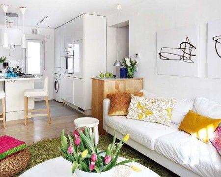 Aménager un petit espace peut être compliqué, il faut trouver une place pour chaque activité de la maison…zone de travail, de repos, de couchage et j'en passe.Pas simple donc quand les mètres carrés se font rares, il faut rivaliser d'ingéniosité afin de créer un lieu agréable à vivre. L'appartement que je vous présente est, malgré sa petite surface, judicieusement distribué.Les zones sont bien définies avec en prime une chambre séparée.L'emploi de blanc sur les murs et pour le mobilier rends…