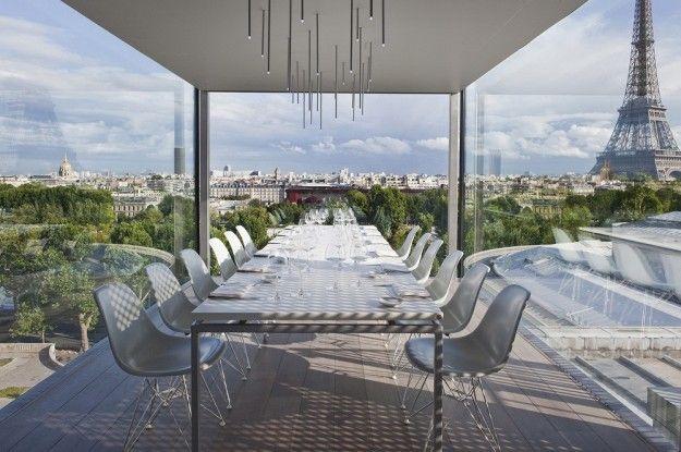 Un eleante rooftop bar a Paris