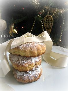 I buccellati sono i dolci delle feste natalizie che non possono mancare nelle case dei siciliani, questi in particolare hanno il ripieno di mandorle!