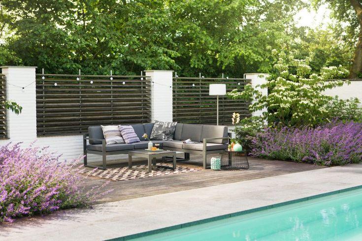 Rechthoekig zwembad met luxe loungebank