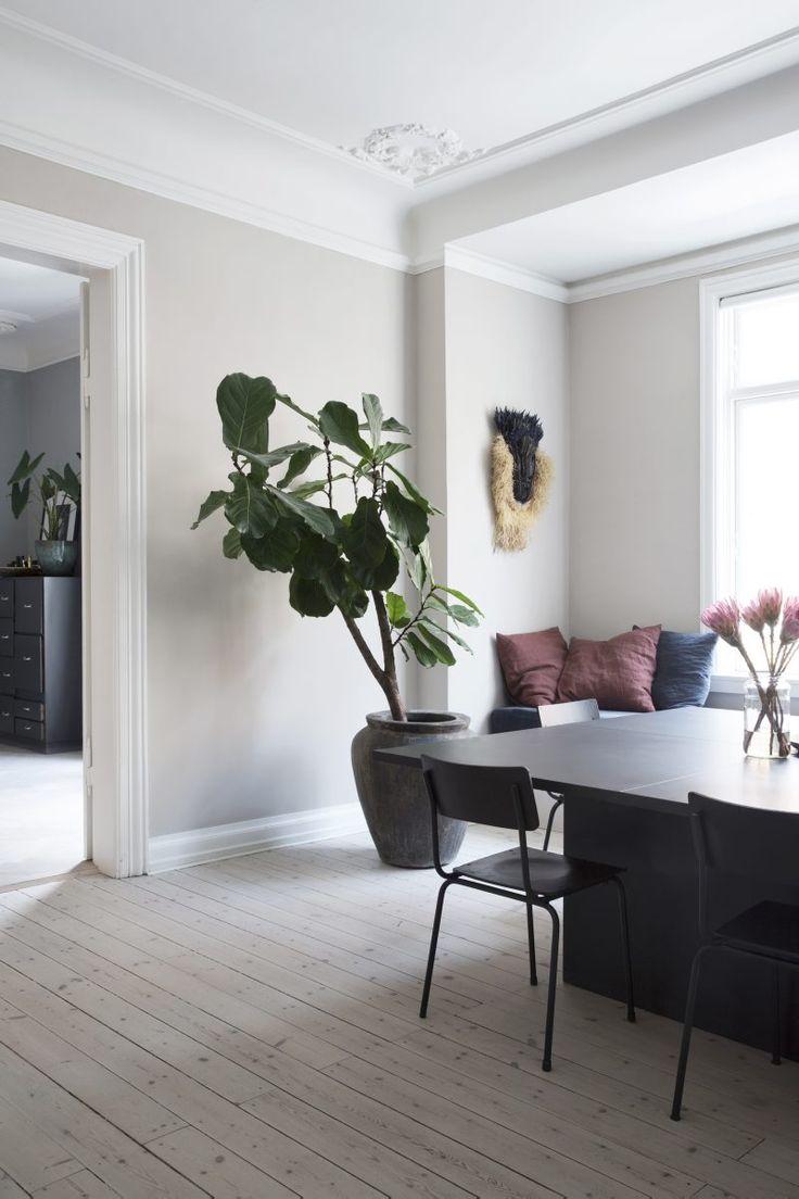 Modedesignern Yvonne Koné i Köpenhamn inreder i ett ständigt flöde av nya färger och ting.