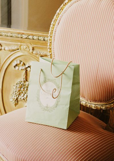 .: Food Packaging, Gifts Bags, Gold Chairs, French Macaroons, Dusty Pink, Pink Chairs, Accent Colors, Ladur Paris, Colour Palettes