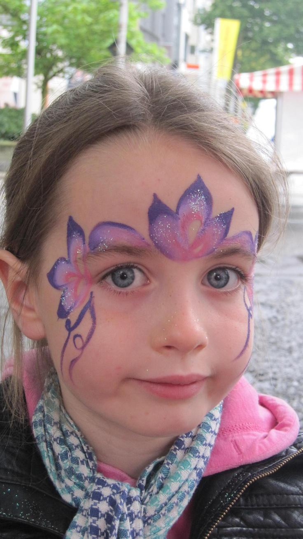 www.artyparty.be   Kindergrime, ballonplooien, glittertattoo's, ballondecoraties, workshop kindergrime / ballonplooien,...