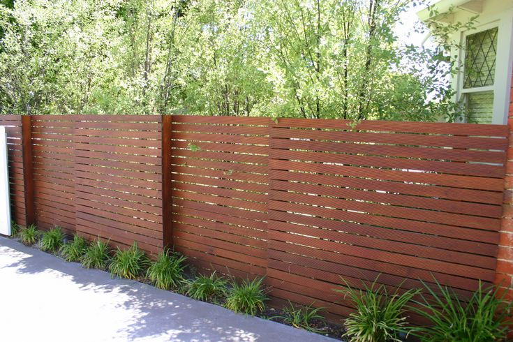 Fine looking slat horizontal basic merbau fence styles for Horizontal garden screening