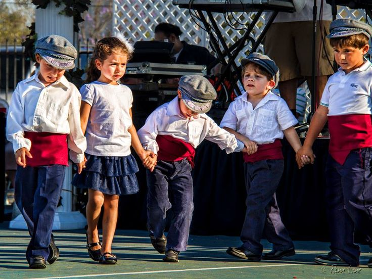 Greek kids dancing:)
