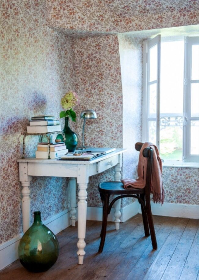 """This romantic work corner is from our feature """"Bijou en Bourgogne"""""""